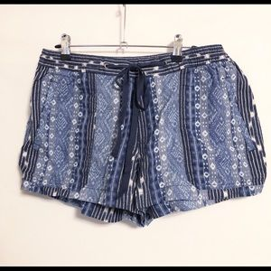 JUST IN Gap Blue Aztec Pattern Tie Front Shorts LG